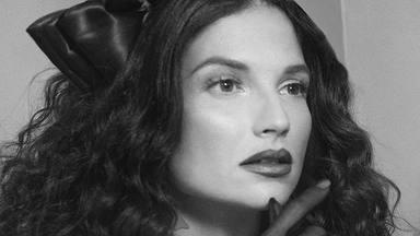 """Natalia Jiménez retorna a la música con la melancolía de """"El Lado Izquierdo de la Cama"""""""