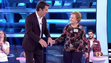 Arturo Valls junto a Palmira, la abuela de '¡Ahora Caigo!'