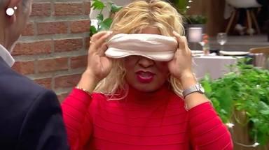 María se tapó los ojos con una venda en 'First dates'