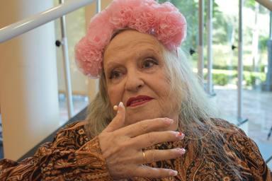Magdalena, una abuela de 90 años, se mete en la piel de Rosalía para amenizarnos la cuarentena