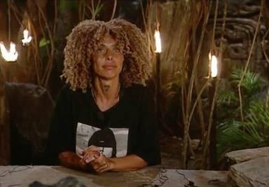 Yiya escogió como objeto personal esta camiseta de su novio brócoli y no se separa de ella ni un segundo
