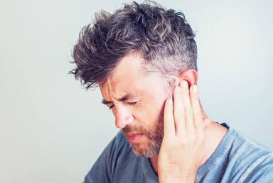 El remedio casero para ayudar a la salida del agua de los oídos