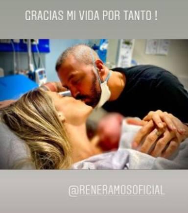 Primera imagen de Lorena Gómez, René Ramos y su bebé