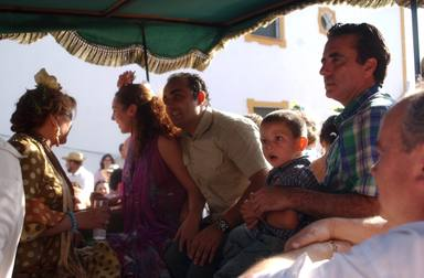 Rocío Carrasco, Fidel Albiac, Rocío Jurado y Ortega Cano junto al pequeño David Flores