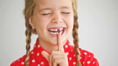 Guardar los dientes de leche que se caen tiene un porqué de peso