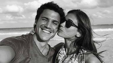 Álex González y Blanca Rodríguez presumen de amor en las playas de Galicia