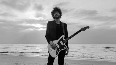 Ya puedes ver en exclusiva en CADENA 100 el videoclip de 'Mirando al mar', lo nuevo de Isma Romero
