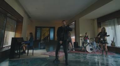 Dani Martín rinde homenaje a su madre en el videoclip de 'No, No Vuelve'