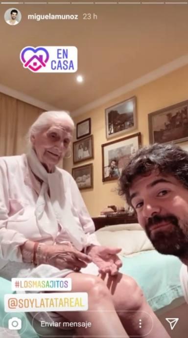 Miguel Ángel Muñoz hidrata a su tata