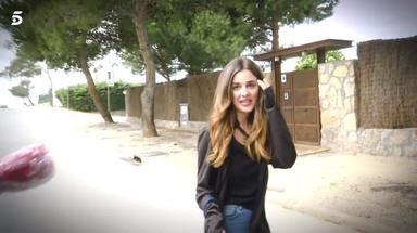 Alexia Rivas, de perseguir famosos a ser ella la perseguida mientras pasea a su perro