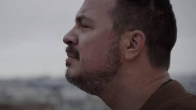 Miguel Tena presenta 'Canciones para el recuerdo' en CADENA 100, un álbum que refleja sus 10 años de éxitos