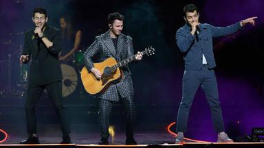 """Only Human"" muestra unos Jonas Brothers envueltos en 'reggae'"