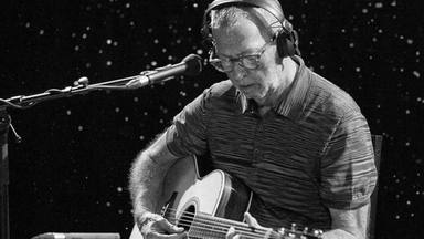"""Eric Clapton recuerda cómo su hijo fallecido le inspiró en su carrera: """"Un agente curativo"""""""