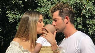 Matteo, el hijo de David Bisbal y Rosanna Zanetti, celebra su 'cumplemes' con un chapuzón en el mar