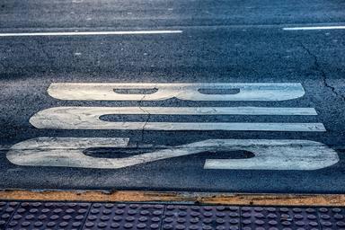 Barcelona suprimeix 11 de les 15 parades de bus de la ronda Universitat