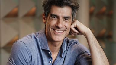 """Jorge Fernández, obligado a parar el programa y rectificar tras un error en directo: """"¿Me pongo gafas?"""""""