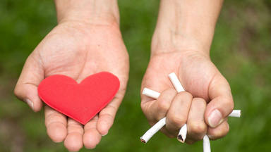 Dejar de fumar, mejor en pareja