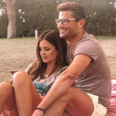 Primer posado en pareja de Alfonso Merlos y Alexia Rivas