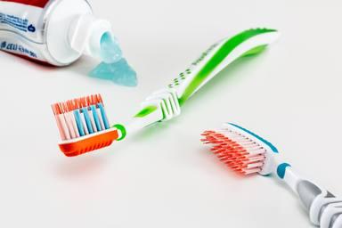 De veritat funciona posar pasta de dents en els grans perquè desapareguin?