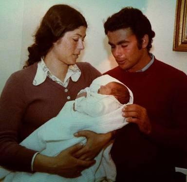 Canales Rivera junto a su madre Teresa y su tío Paquirri