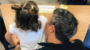 Alejandro Sanz cocina junto a su hija Alma