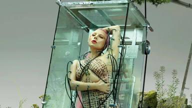 """Convertida en robot, Lady Gaga habla de """"Chromatica"""", su próximo álbum"""