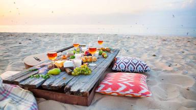 ¿Qué alimentos no deberías consumir en la playa?