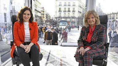 María Teresa junto a Isabel Díaz Ayuso en la entrevista de La Campos móvil