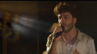 Blas Cantó lanza la versión acústica de 'Voy a quedarme' y su vídeo musical